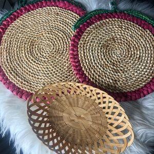 Set 2 apple trivets 1 basket basket wall